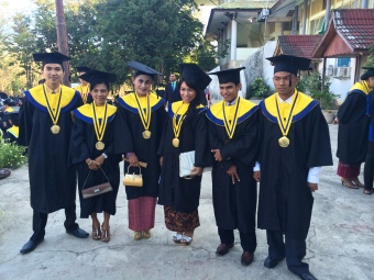 Graduation Day, June 2014. Me (ujung kanan) and Vitry (ke-3 dari kanan).
